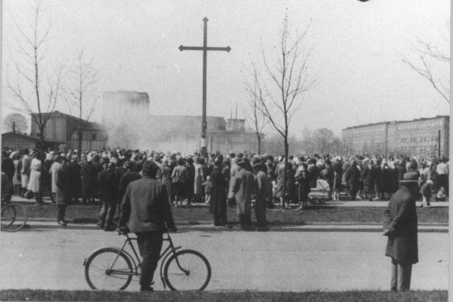 La croix de Nowa Huta à Cracovie.
